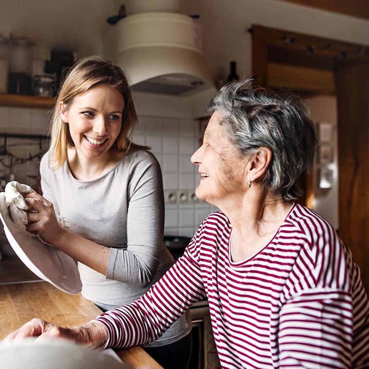高齢者と家族を助ける色々なサポート